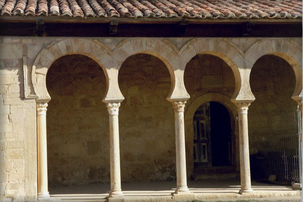 San Miguel de Escalada - Säuleneingang