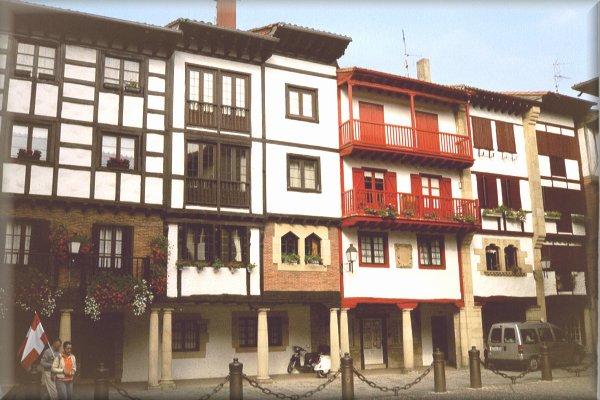 Häuserzeile in Hondarribia